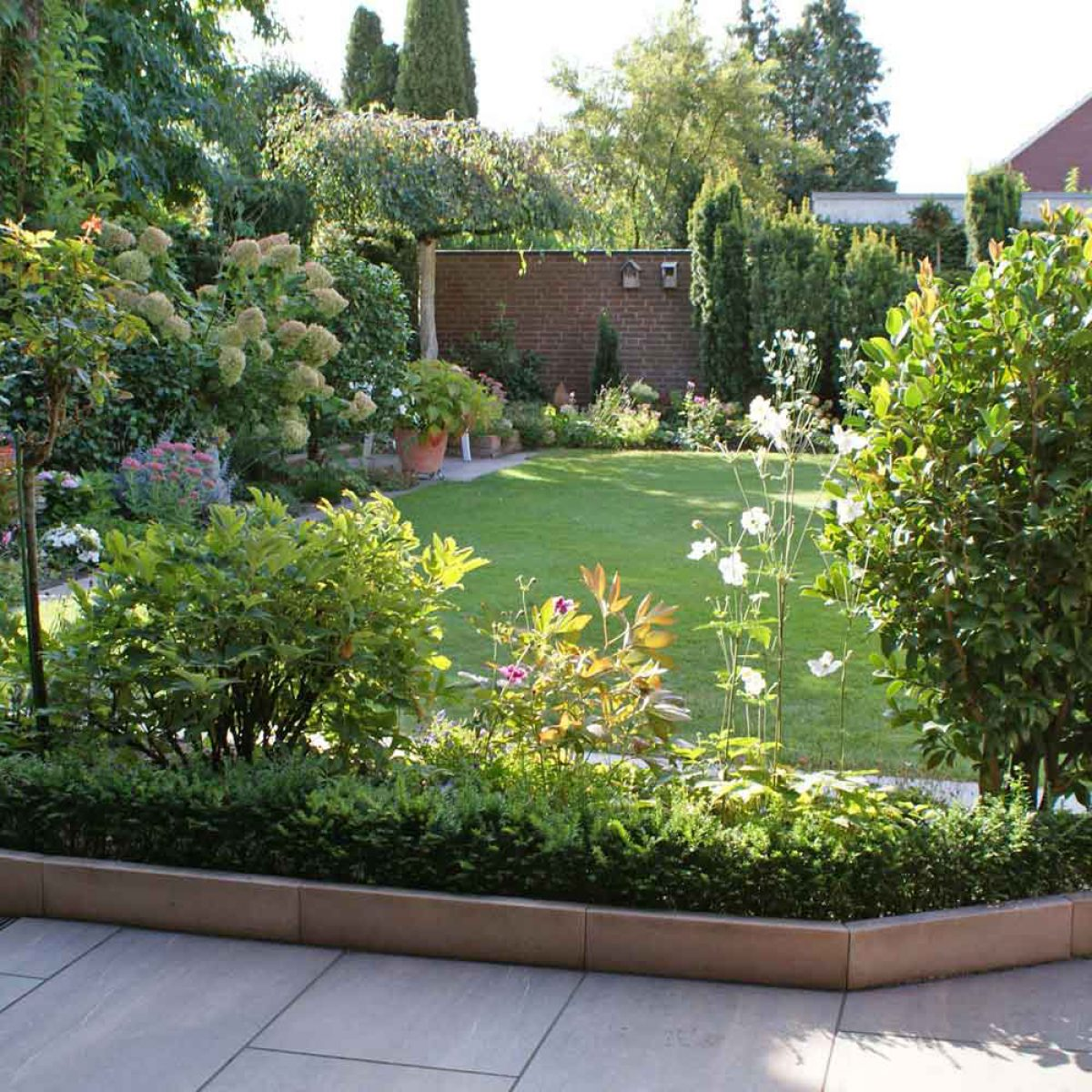 Galabau Egbert Gartengestaltung - Blumenbeete einfassen
